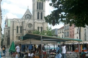 Daily flea market in front of St Denis
