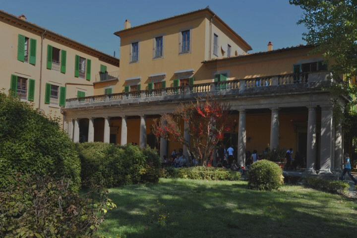 The grand entrance to Villa Camerata Hostel